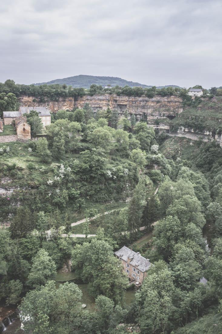 Le village de Bozouls, en Aveyron, Occitanie.