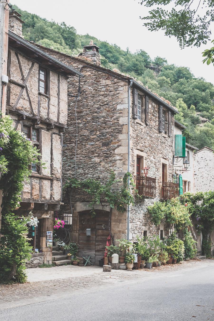 Brousse-le-Château, classé plus beau village de France, arrêt indispensable lors d'une visite de l'Aveyron.