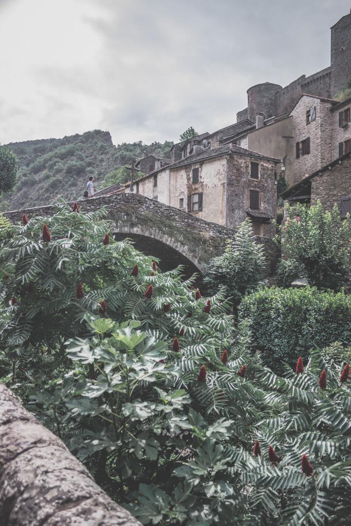 Brousse-le-Château, classé plus beau village de France, est un village aveyronnais situé en Occitanie.