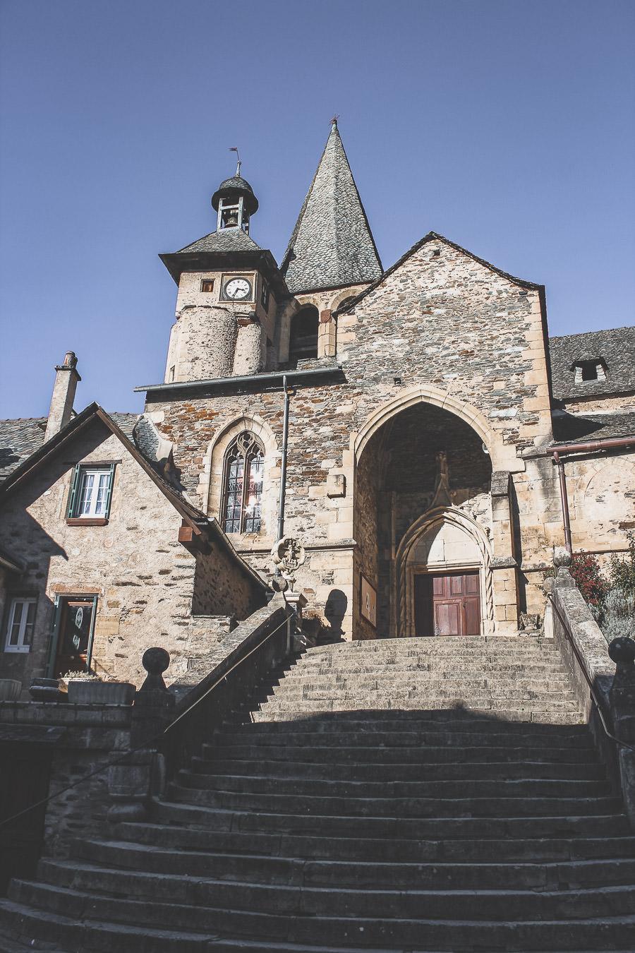 Estaing, joli village au coeur de l'Aveyron connu pour son célèbre château. Occitanie.