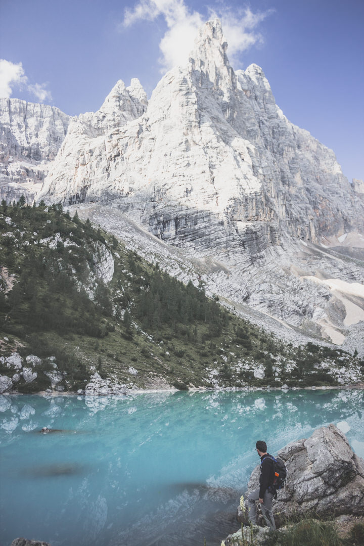 Le lac de Sorapis (Lago di Sorapis), un lac bleu incontournable des Dolomites, en Italie.